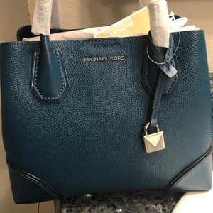 Michael Kors purse/ satchel